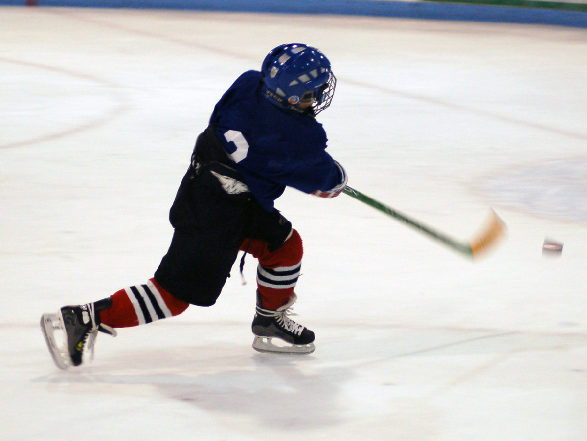 kid hockey player